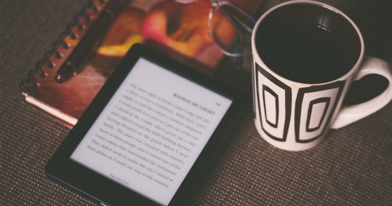 screen-reading-coffee-cup-book
